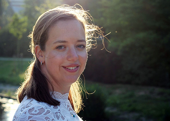 Singersongwriter Carlyn Eliza
